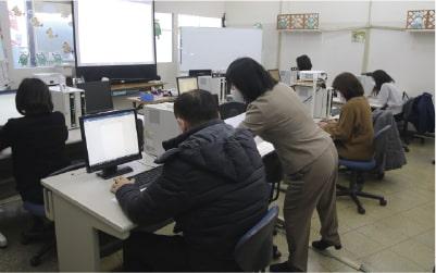 高齢者へのパソコン操作の習得支援
